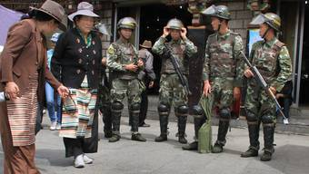 Auf Erkundungstour in Lhasa ist das chinesische Militär allgegenwärtig. Romy Müller