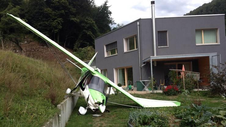Schrecken für die Bevölkerung: Dieses Flugzeug der Staffel «Grasshoppers» landete im Garten eines Einfamilienhauses. Zum Glück wurde hier niemand verletzt.