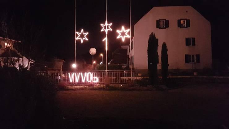 Adventsbeleuchtung am Weihnachstfenster Nr. 1