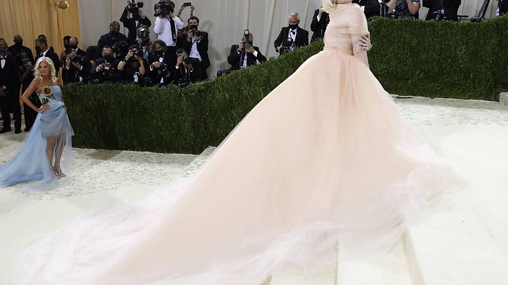 Billie Eilish erscheint bei der Gala amerikanischer Mode im New Yorker Metropolitan Museum.