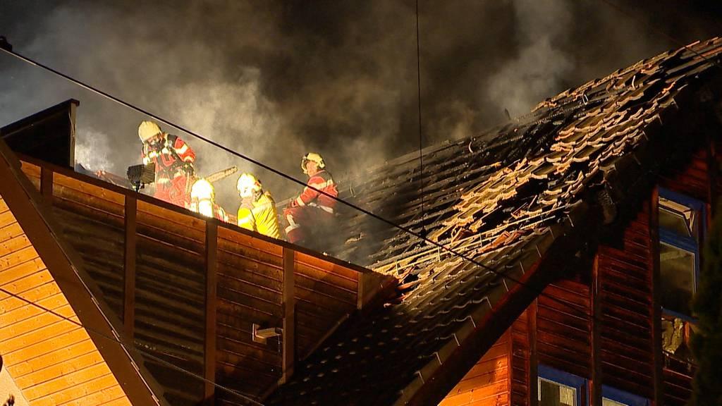 Wädenswil (ZH): Mehrfamilienhaus brennt nach Blitzeinschlag