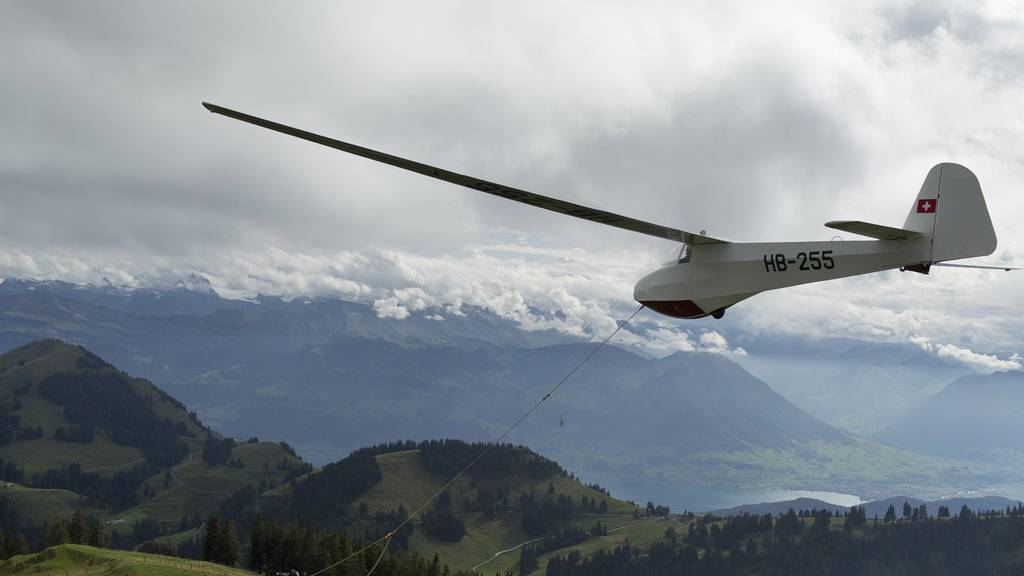 Ostschweizer Segelflieger landet in Wiese
