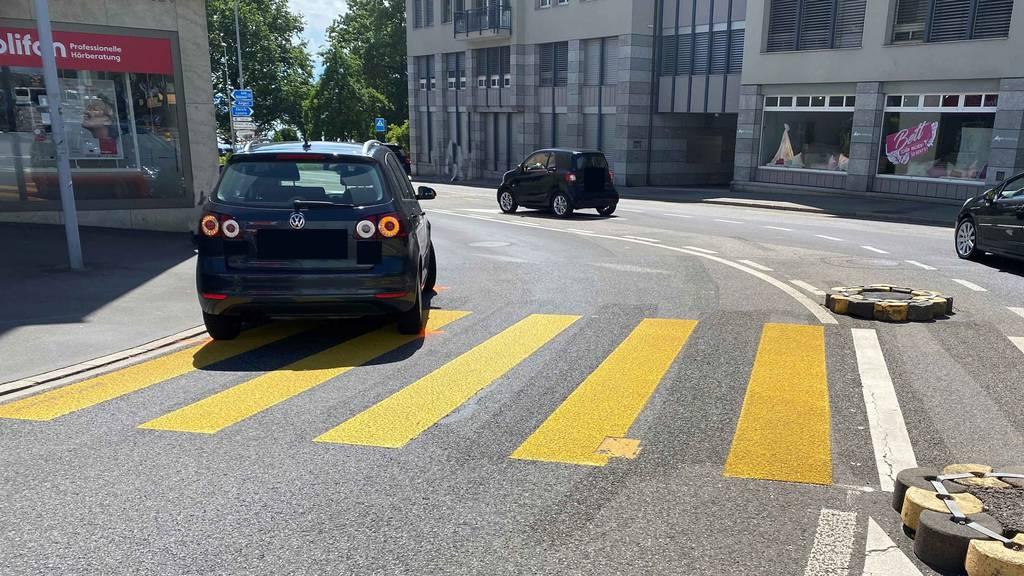 Unfall auf Zebrastreifen: Auto fährt schwangere Frau an