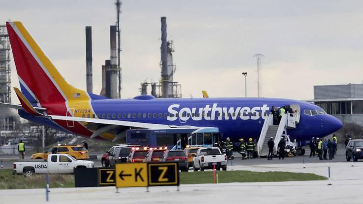 Die beschädigte Boeing 737 in Philadelphia.