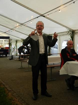 Gemeindepräsident Martin Blaser gratuliert zum Erfolg der Kilbi