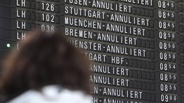 Bald wird auf dem Frankfurter Flughafen wieder gestreikt (Archiv)