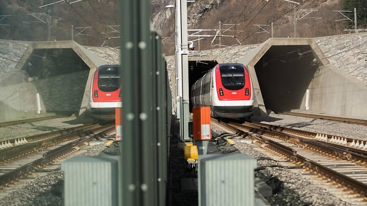 Die SBB will zusammen mit der italienischen Netzbetreiberin die Pünktlichkeit der internationalen Züge auf der Gotthardachse verbessern. (Archivbild)