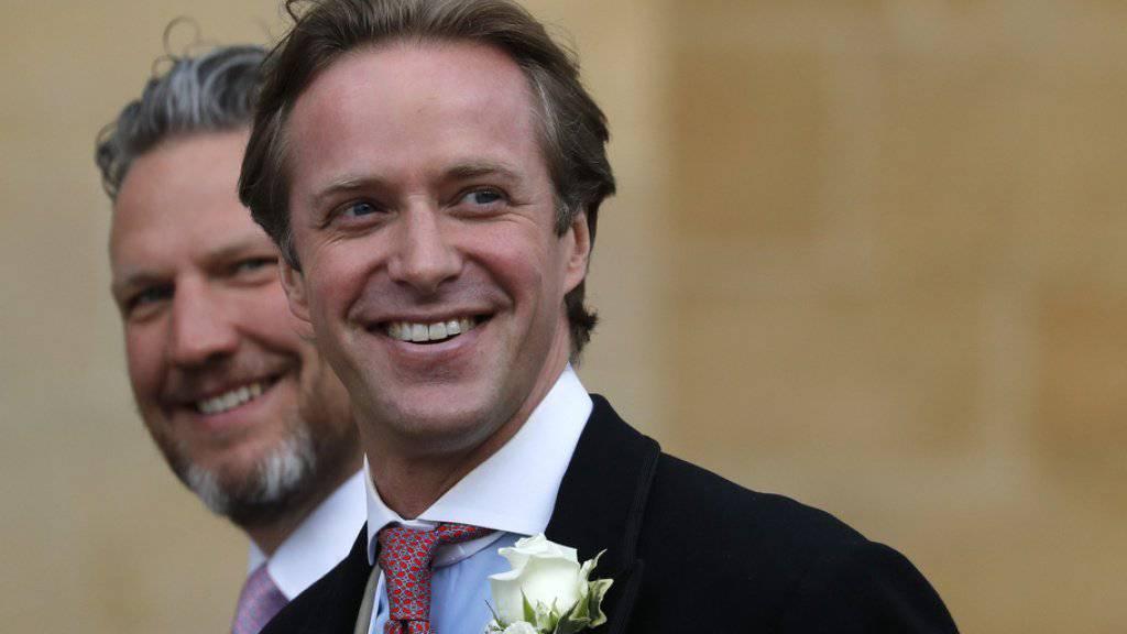 Der Bräutigam, Thomas Kingston (rechts), auf dem Weg zur Hochzeitszeremonie.