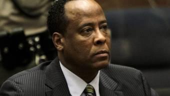 Der angeklagte Dr. Conrad Murray vor Gericht