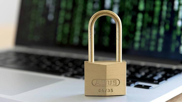 Mails, die angeblich vom Genfer Provider Protonmail kamen: Investigativjournalisten sind Ziel eines Cyberangriffs geworden. (Symbolbild)