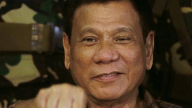 """Der philippinische Präsident Duterte vergleicht den Kampf gegen die Drogen mit dem Holocaust und möchte alle Drogenabhängigen in seinem Land am liebsten """"abschlachten"""". (Archiv)"""