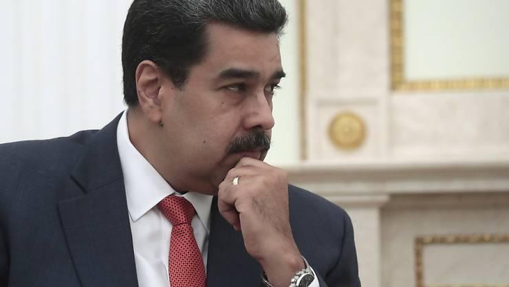 Die USA und die EU haben zahlreiche Einreisesperren für den Machtzirkel um den venezolanischen Staatschef Nicolás Maduro bekanntgegeben.