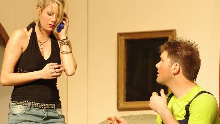 Was läuft da zwischen Tanja Casagrande (Nicole Häberli) und Elektriker Marco Meier (Remo Leubin)?