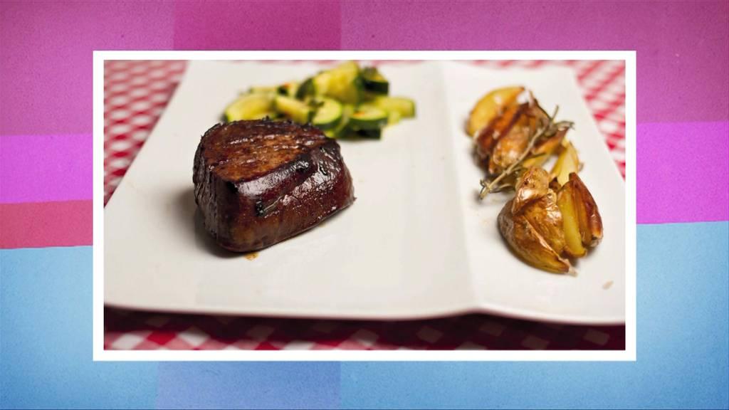 Teriyaki-Rindsfilet und scharfes Gemüse mit Backofenkartoffeln