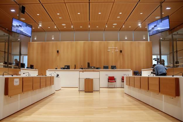 In diesem Gerichtssaal in Paris wird über das Schicksal der 14 Angeklägten entschieden.