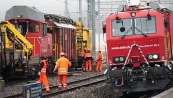 Am Bahnhof Freiburg starb der Lokführer nach einem Stromschlag.