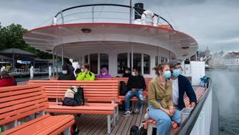 Auch auf dem Schiff herrscht eine Schutzmaskenpflicht. Fotografiert am 06. Juli 2020 auf dem Vierwaldstättersee. LZ Boris Bürgisser