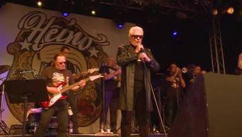 Der Mann mit der dunklen Sonnenbrille steht seit 60 Jahren auf der Bühne und das mit grossem Erfolg. Der 77-Jährige heizte am Schupfart Festival seinen Fans richtig ein.