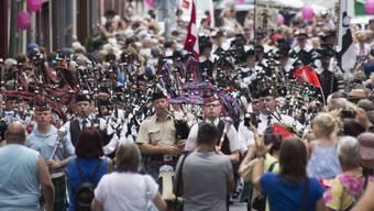 Über 50 Formationen marschieren bei der Tattoo Parade durch die Basler Innenstadt.
