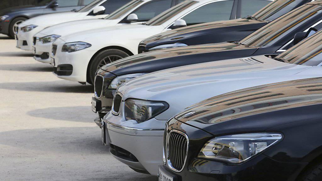 BMW-Händler in Deutschland wehren sich gegen neue Verträge, die ihnen vom Autokonzern vorgelegt wurden. Sie drohen BMW mit einem Verkaufsstopp. (Themenbild)