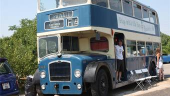 Dieser ausrangierte London-Bus wurde in Pratteln zur Autokino-Sitzgelegenheit - auch dank Solothurner Kulturfördergeldern.