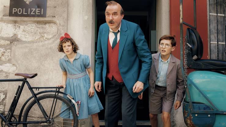 Ein altbackenes Abenteuer: Papa Moll (Stefan Kurt) mit seinen Kindern Evi (Luna Paiano) und Willy (Yven Hess).
