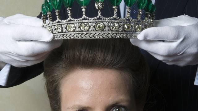 Diese halbrunde Krone erzielte mit 11,28 Millionen Franken einen Weltrekordpreis