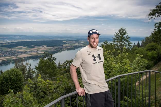 Der Engelberger Skifahrer Marc Gisin, fotografiert in Magglingen mit Blick auf den Bielersee.