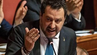 Verteidigte im August seinen Entscheid, die Flüchtlinge nicht an Land zu lassen: Matteo Salvini.