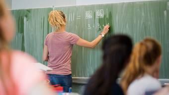 350 Berner Schüler müssen in Quarantäne. (Symbolbild)