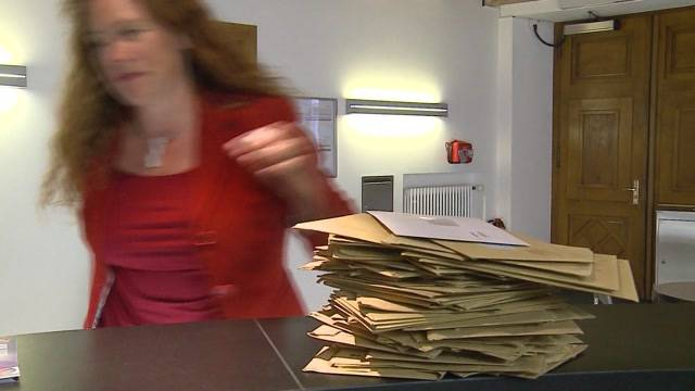 Die Wahlcouverts im Postverteilzentrum in Härkingen türmen sich