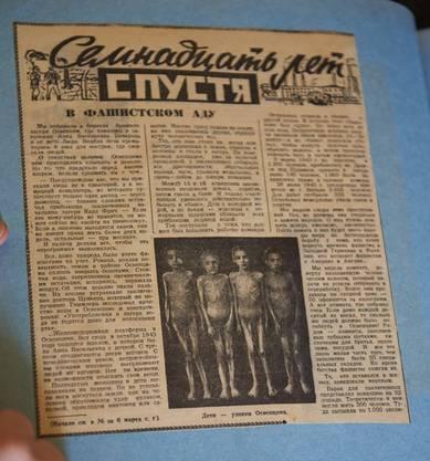 Lidia Maksymowicz sammelt einige besonders berührende Berichte über die Ereignisse im Konzentrationslager in einem Ordner.