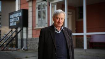Aarau lässt ihn nicht los: Kurt Theodor Oehler vor der Villa Oehler, wo er aufgewachsen ist. Pascal Meier