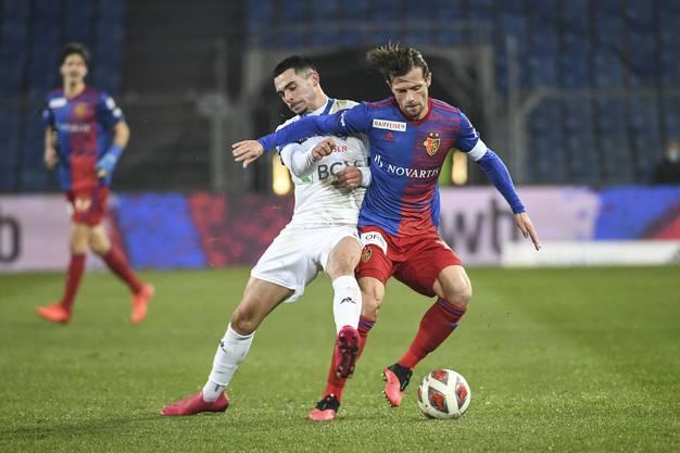 Der FC Basel gewinnt dank Toren von Stocker und Kasami mit 2:1 gegen Lausanne.