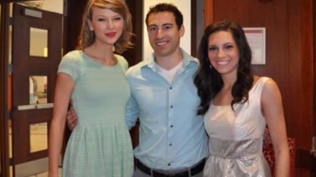 Taylor Swift (l) mit Gena und ihrem Bräutigam (Instagram)