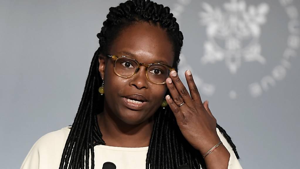 Regierungssprecherin Sibeth Ndiaye schlägt vor, in Statistiken auch Daten zur ethnischen Herkunft der Bürger zu erfassen. Damit könne Diskriminierung besser erkannt werden, schrieb die aus Senegal stammende Sprecherin der französischen Regierung, die Ministerrang hat.