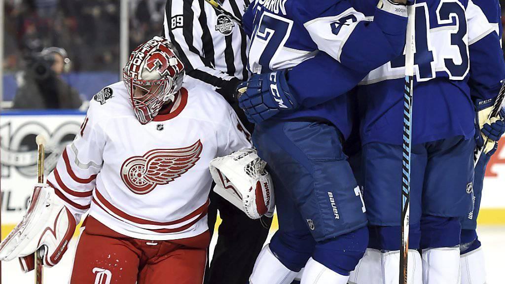 Die Toronto Maple Leafs entschieden das Outdoor-Game gegen die Detroit Red Wings in der Verlängerung zu ihren Gunsten