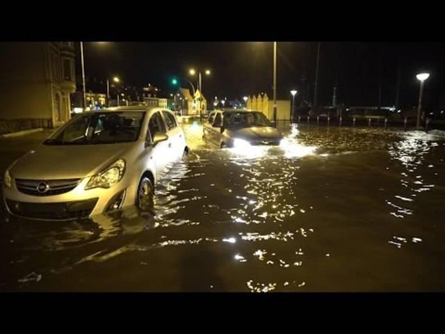 Sturmflut trifft die Ostseeküste