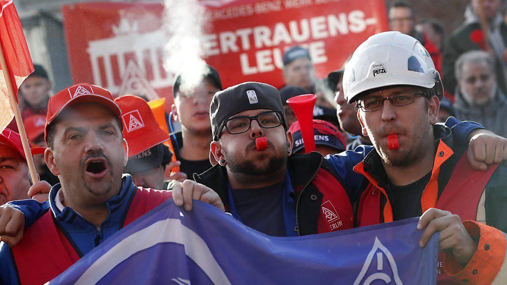 Die Proteste gegen den Abbau von 6900 Stellen bei Siemens gehen nächste Woche weiter. (Archiv)