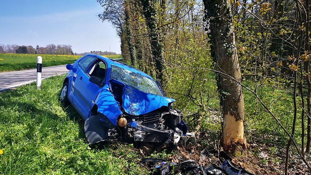 Mit Auto in Baum geprallt – 23-jährige Lenkerin verletzt