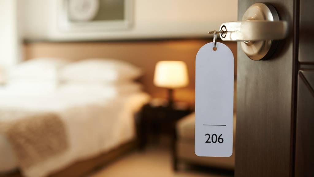 So kriegst du das beste Hotelangebot für deine Sommerferien