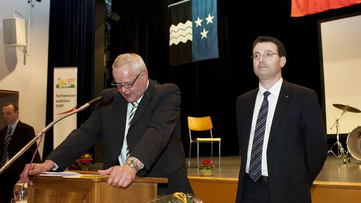Die SVP Aargau - auf diesem Archivbild mit Präsident Thomas Burgherr (rechts) - vergibt ihren ersten Kommunikationspreis.