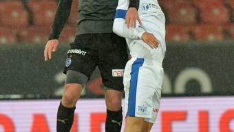 Den Sieg im Dauerregen ins Trockene gebracht: Oliver Buff (r.) und der FCZ gegen GC (Shkelzen Gashi).EQ Images
