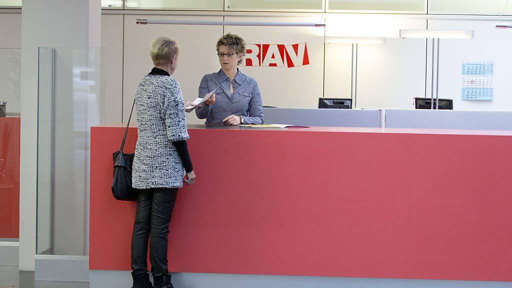 Die Zahl der Arbeitslosen ist im Februar in der Schweiz gesunken. (Archiv)