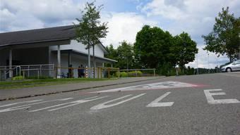 Der Bereich rund um die Schule soll zu einer Tempo-30-Zone werden. Dominic Kobelt