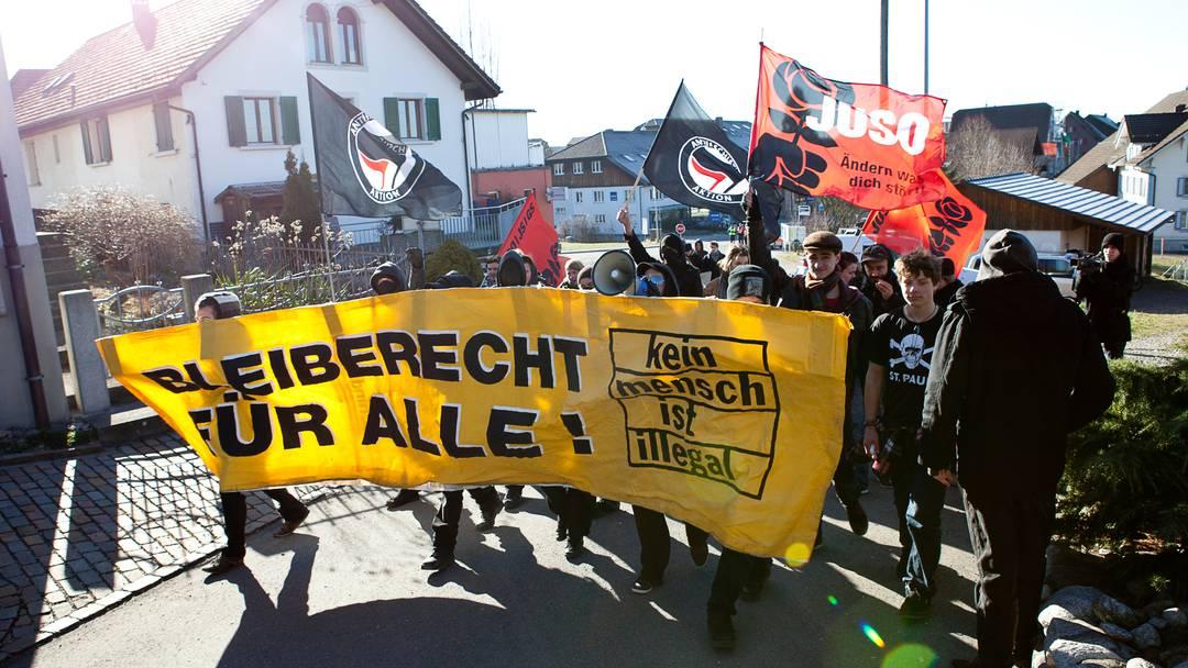 """""""Bomben auf Bettwil"""": Linke demonstrieren gegen Bevölkerung"""