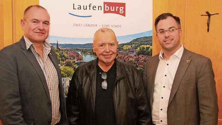 Freuen sich über den neuen Film: Stadtammann Herbert Weiss (v.l.), Gusty Hufschmid und Bürgermeister Ulrich Krieger.Bild: Susanne Kanele