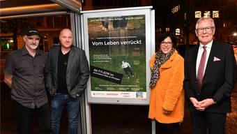 Regisseur Peter Bolliger (ganz links) mit dem Kameramann Peter Schurter (Zweiter von links) sowie Geschäftsleiterin Nadja Leuenberger und Präsident Ernst Zingg von Alzheimer Solothurn kurz vor der Premiere des Films im Oltner Kino Palace gestern Donnerstagabend.