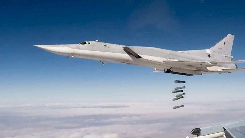 Die Luftangriffe wurden laut Aktivisten von der US-geführten Koalition gegen die Terrormiliz IS gefolgen. (Symbolbild)