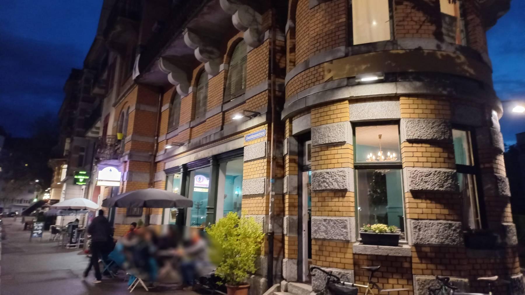 In einer Privatwohnung im Obergeschoss dieses Gebäudes an der Lämmlisbrunnenstrasse wurde ein 28-Jähriger mit einem Messer verletzt.